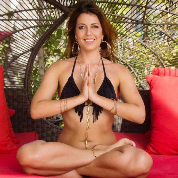 Blessings of Love for the Holiday Season . . #mydubai #dubai #yogaindubai #namaste #yogateachertraining #yogateacher #fit #fitness #asana #practice #lotuspose #flexibility #love